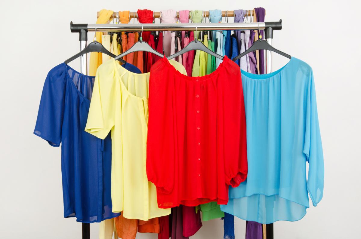 Bluzki damskie i sukienki we wiosennych kolorach